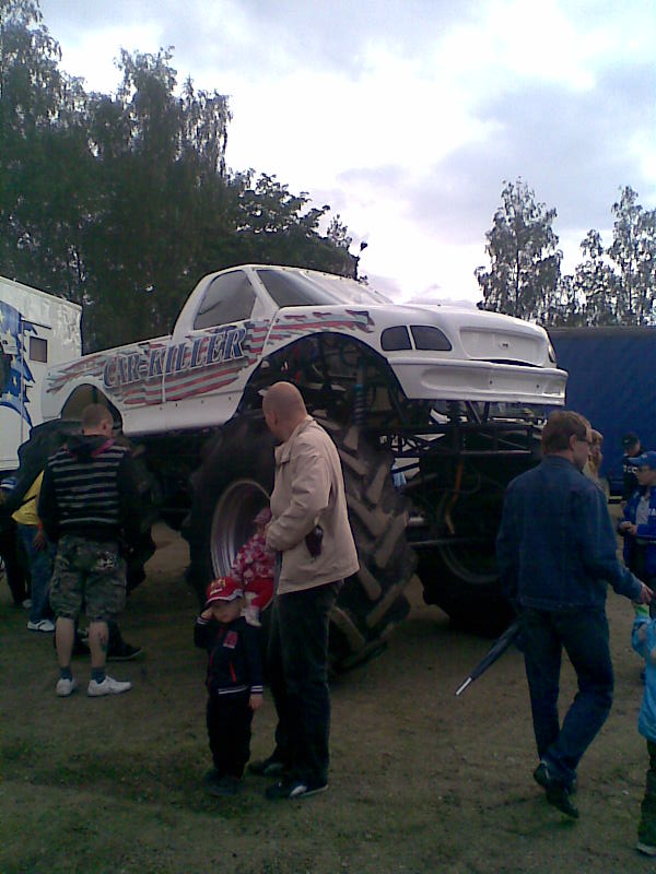 On Monday My Dad Took Me And Temi To Watch Cool Stunt Show I 15 Videos Few Photos With Phone